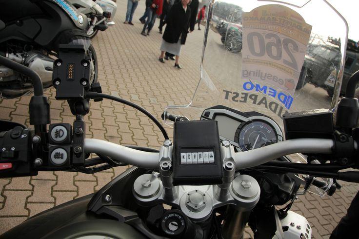 Így kell szakszerűen felhelyezni egy acm® wallet-ot a motorra