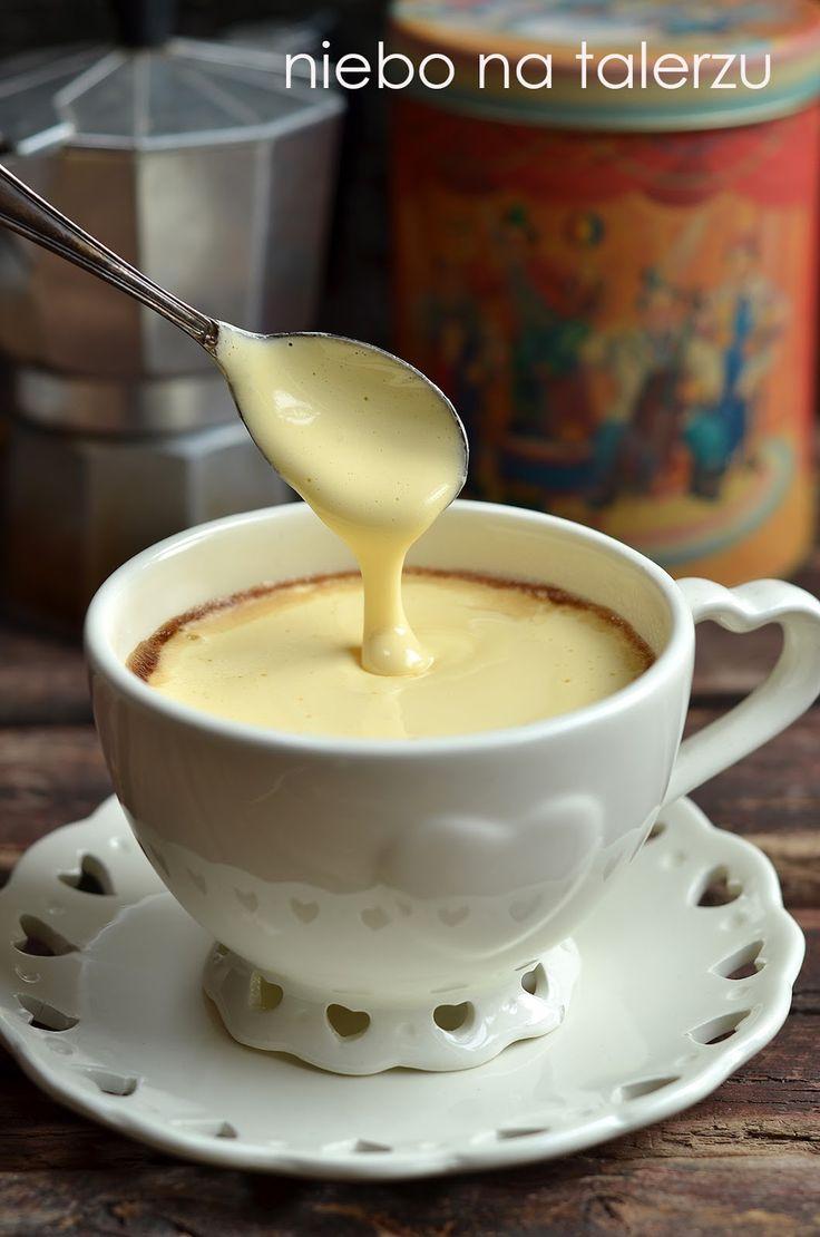 Kawa z jajem, kawa po królewsku, kawa na walentynki albo na czas, kiedy w domu nie ma nic słodkiego, i odpoczynek w przyjemnym towarzystwie ...