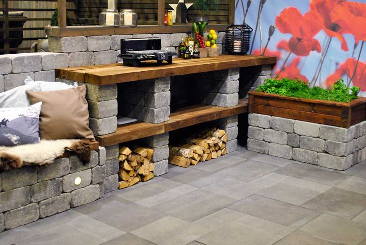 Enkel kjøkkenbenk av Herregård mur i fargen gråmix samt jernebanesviller fra Talgø MøreRoyal®