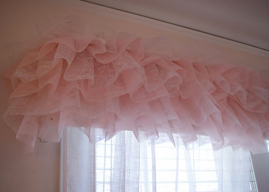 really cute idea!!i had thought about something like this for the bedskirt!