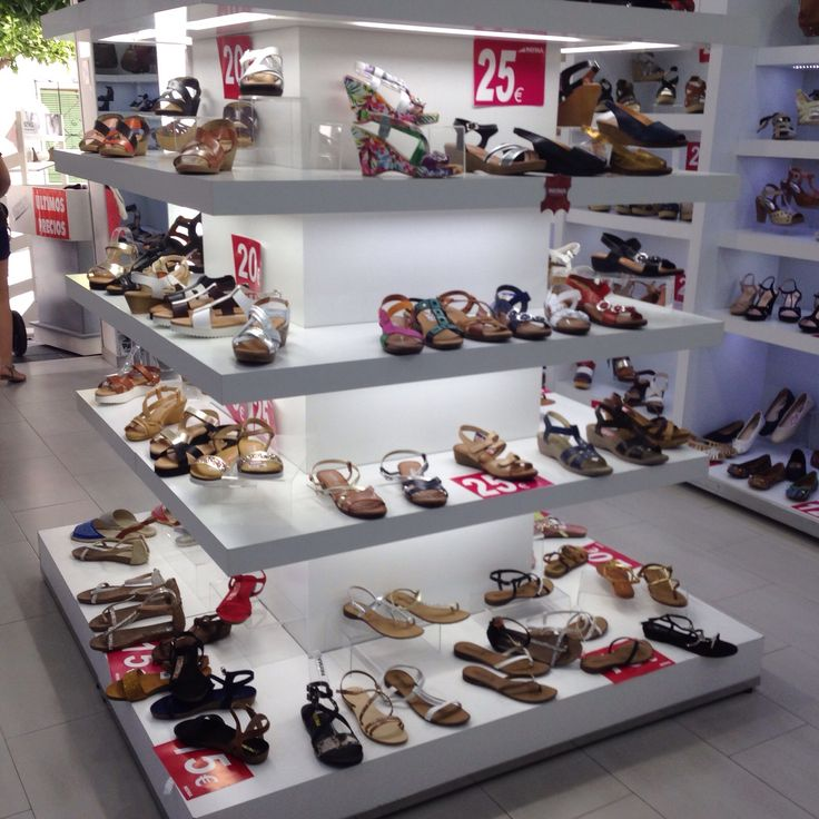 8 Best Shoes Displays