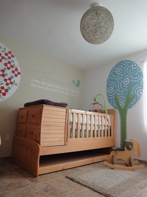 babyhoekje in slaapkamer: pineden yaskil on little nuggets, Deco ideeën