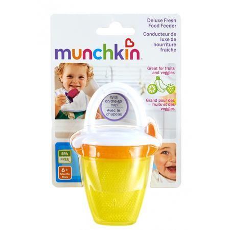 """Munchkin Ниблер Deluxe  — 545р. -------------------------------- Ниблер """"Deluxe"""" жёлтого цвета марки Munchkin. Ниблер позволит малышу наслаждаться свежими продуктами безопасно и без риска удушья. Кусочки овощей и фруктов будут находиться в сетчатом мешочке, а надёжная застёжка не дастребёнку случайно открыть ёмкость. Ниблер с удобной ручкой подходит для любой пищи, включая замороженные фрукты, бананы, морковь и прочее. Ниблердополнен защитным колпачком, благодаря чему он незаменим на…"""