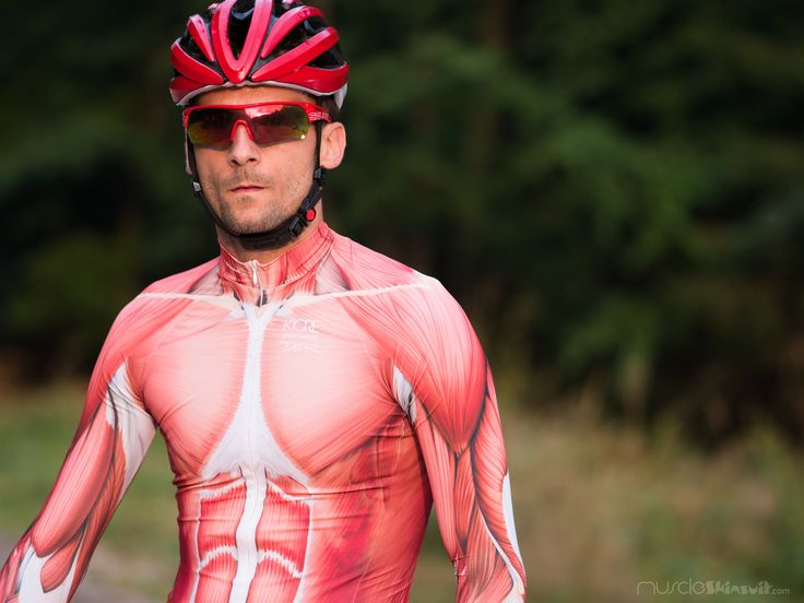 https://flic.kr/p/yaZkvz | muscled cyclist | muscle skinsuit long sleeve for cycling. More info about this skin suit on: muscleskinsuit.com/