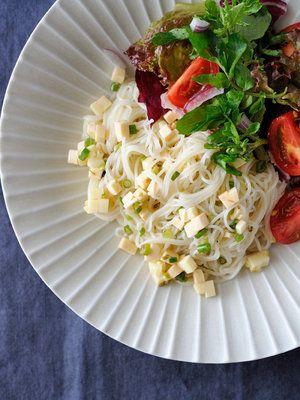 【ELLE a table】オレガノドレッシング和えサラダそうめんレシピ|エル・オンライン