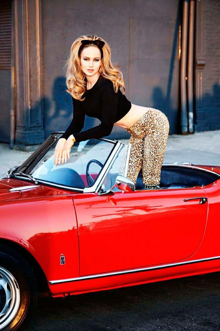 Den Look kaufen: https://lookastic.de/damenmode/wie-kombinieren/schwarzer-kurzer-pullover-beige-leggings-mit-leopardenmuster/1179 — Beige Leggings mit Leopardenmuster — Schwarzer Kurzer Pullover