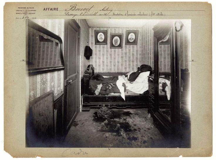 Hele oude foto's van moord en doodslag in Parijs | VICE | vijf september 1910, in een slaapkamer op passage de Thionville 23.