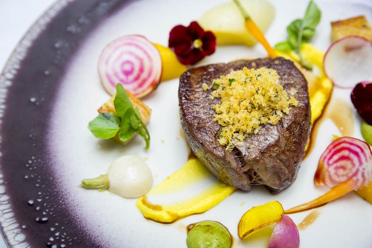 Filet de bœuf. 28 days dry-aged fillet of beef, potato rosti, caramelized shallot purée, girolle mushrooms.