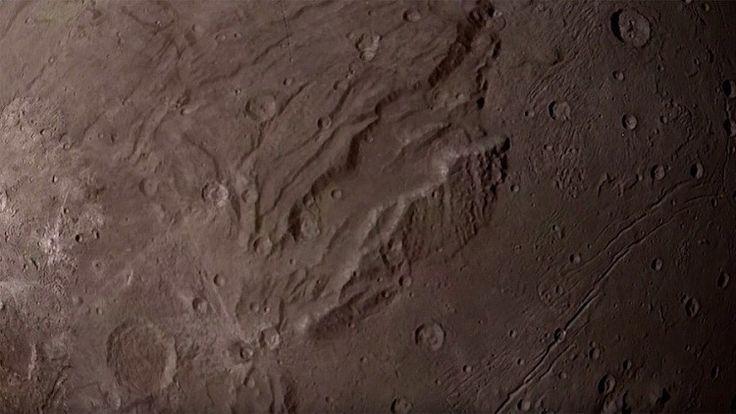 Video: Los espectaculares paisajes de Caronte, la mayor luna de Plutón