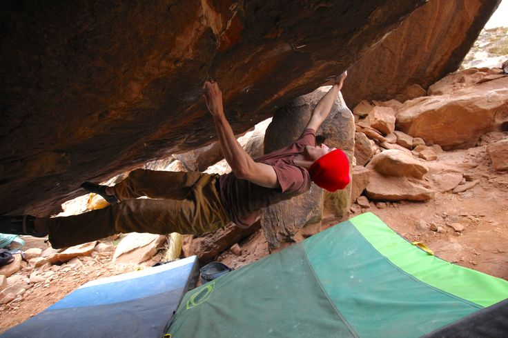 Athlete Ben Herrington on The Beach V14 in Red Rocks, Nevada with the Blue and Green Shades Pads. #climbing #bouldering #rockclimbing