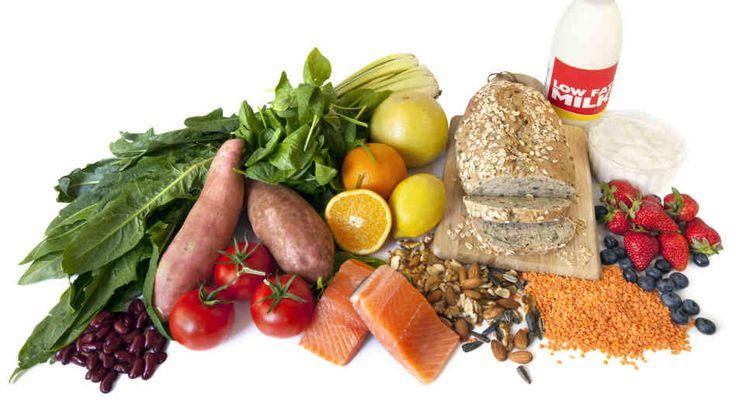Je bloedsuikerspiegel komt in een vicieuze cirkel terecht door voeding met een hoge glycemische index, vermijd dus ongezonde voeding en kies voor voeding met een lage GI zoals groenten, fruit, noten en volkoren brood.