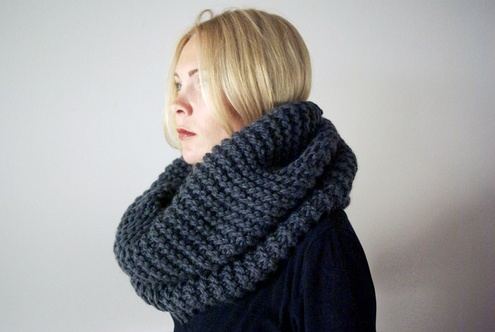 thick knit cowl in charcoal