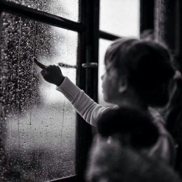 لاتتعب نفسك في التعبير لأحدهم عن ألمك فلن يحس به الا أنت فالبشر أصبحوا لايحسون Rain Photography Black And White Black And White Photography