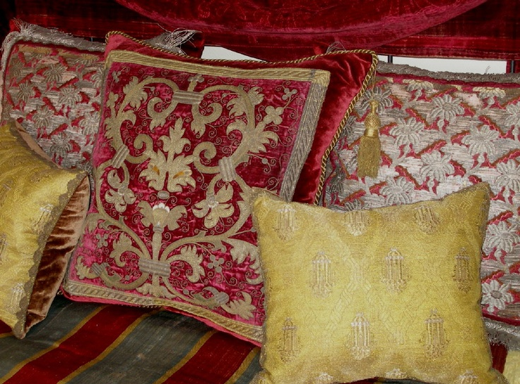 Mix of 16th, 17th & 18th century pillows from: Oreillers.com