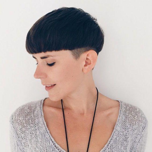 Pilzkopf Undercut Frauen In 2020 Kurzhaarfrisuren Styling Kurzes Haar Haarschonheit