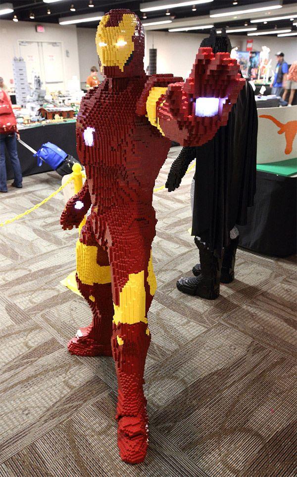 Iron Man – Réplica de LEGO em Tamanho Real | Garotas Nerds