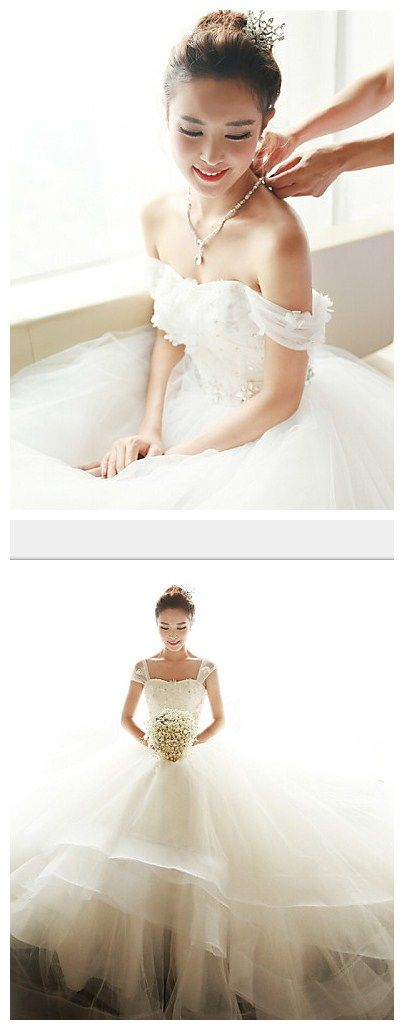 Love this off the shoulder wedding dress, very sweet and cute