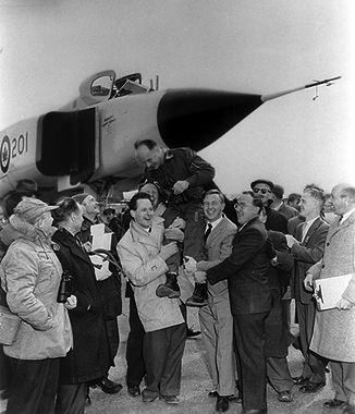 "Avro Arrow (RL-201) (test pilot Janusz Zurakowski ""celebrated"" after the maiden flight on March 25, 1958)"