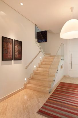 escada corrimão vidro piso de-marmore-travertino-romano.png 273×413 pixels