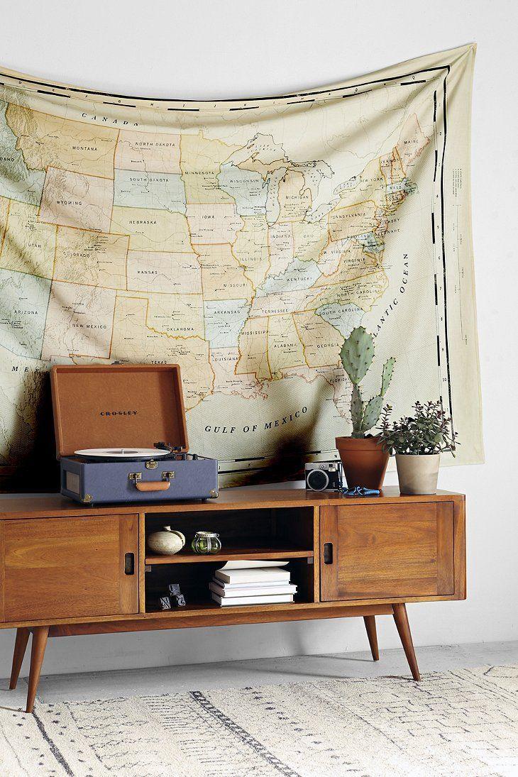 enfilade vintage + platine vinyle + tenture mapmonde