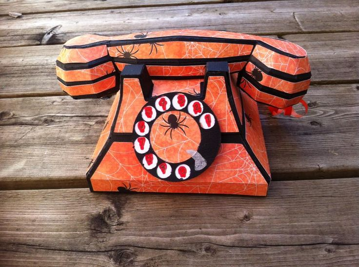 Isn't this a riot!? Halloween version of the telephone by #SVGCUTS