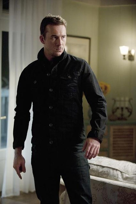 """Aiden Mathias in Emily Thorne's House in Revenge Season 2, Episode 3, """"Confidence"""""""
