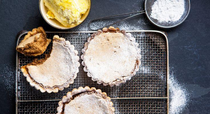 La tarte Gypsy est une tarte mousseuse à base de lait concentré et de sucre muscovado, un sucre de canne complet, non raffiné qui provient des Philippines. Vous pouvez le trouver dans des ...