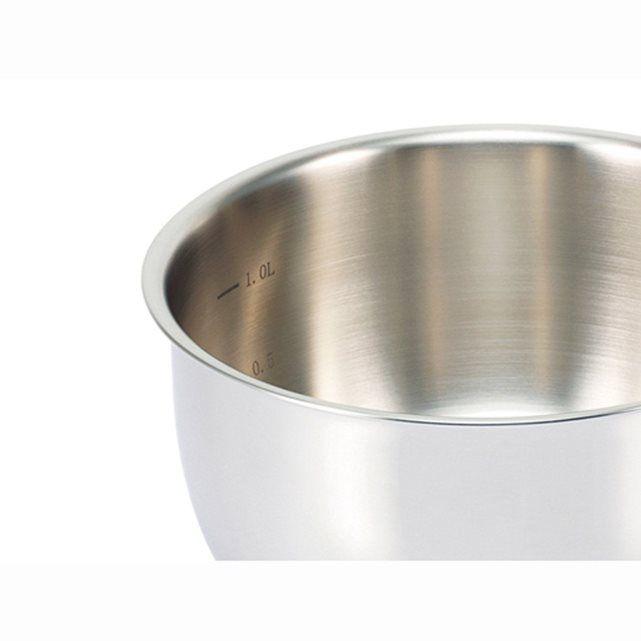 Design semi-bombé, qualité et praticité ! Les casseroles Beka série Belvia sont en acier inoxydable de grande qualité (18/10). Manches ergonomiques restant froids en fonte d'inox rivetés, intérieur mat et extérieur brillant.Pureté des lignes, ergonomie et qualité des matériaux : ces 3 casseroles inox à fond lisse sont garanties tous feux dont induction.Choisir l'inox pour cuisiner parce que :- C'est un excellent conducteur de chaleur assurant une cuisson uniforme, rapide, saine et sobre en…
