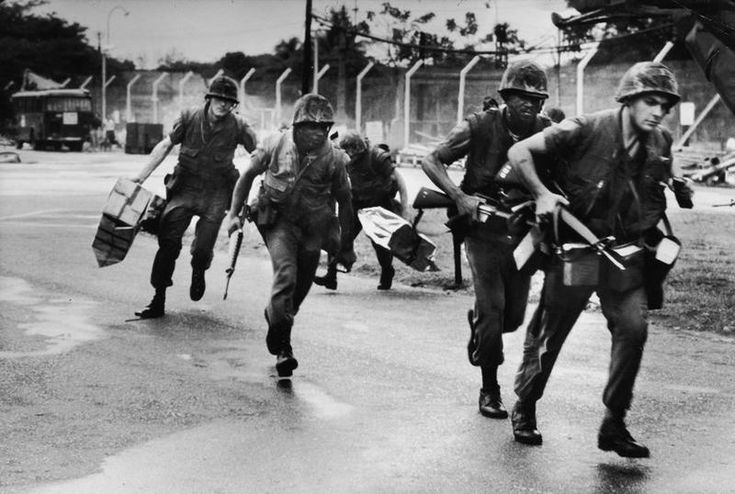 US Marines securing the Defense Attache Office at Tan Son Nhut Air Base, in Saigon, during the American evacuation of Saigon & the fall of South Vietnam. (War Photos They Won't Show In History Books! (Vietnam)   Groovy History)