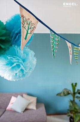 guirnalda chief y pompones azules