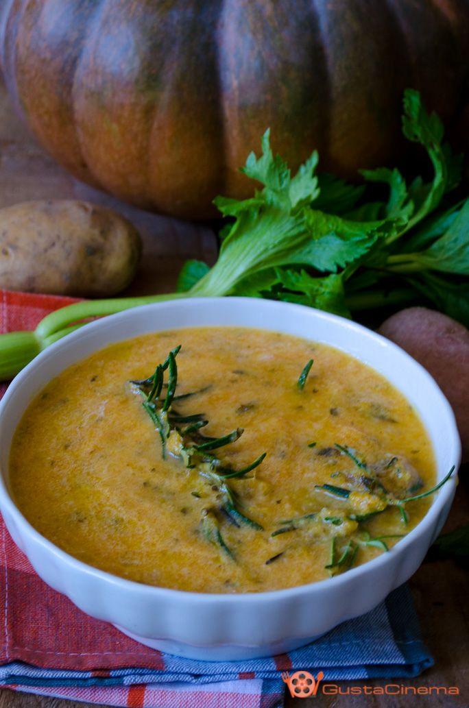 Pumpkin and potato Cream Soup - Vellutata di zucca e patate è un gustoso e genuino primo piatto, preparato con zucca e patate. Facile e veloce da preparare.