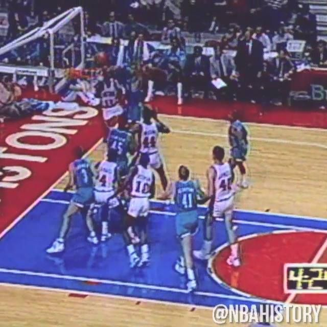Tonight's Detroit Pistons game (vs Washington Wizards, 8pm/et NBA on TNT) marks the LAST game at The Palace of Auburn Hills... so we flash back to their first game at The Palace, November 5, 1988!