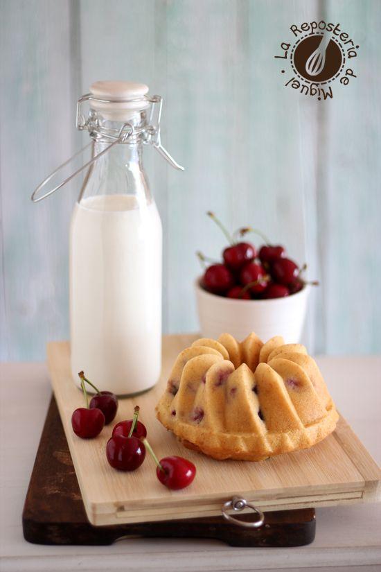 Bundt Cakes de Yogurt y Cerezas