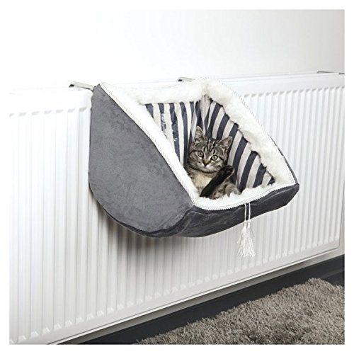 Aus der Kategorie Betten & Sofas  gibt es, zum Preis von EUR 44,99  <p>Mit der Cat Prince Liegemulde für Heizkörper bieten Sie Ihrer Samtpfote einen gemütlichen und kuschelig warmen Schlafplatz.</p> Die Liegemulde mit Kurzhaar-Plüsch-Bezug und Polyestervlies-Füllung besitzt einen stabilen Metallrahmen mit verstellbaren Bügeln. Sie eignet sich für alle gängigen Heizkörper.<br><br>Für das edle Aussehen sorgen die Cat Prince-Stickerei und die dekorative Ziehkordel mit Quasten. Designed by Maja…