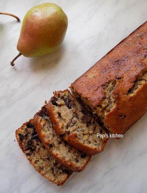 Κέικ με Σοκολάτα, Φυστίκια Αιγίνης και Αχλάδι http://pepiskitchen.blogspot.gr/2017/09/keik-me-sokolata-fistikia-aiginis-kai-achladi.html
