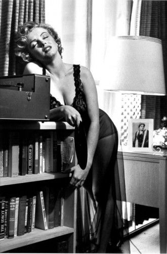 Marylin,what a lush!Marilyn Monroe, Normajean, Philippe Halsman, Beautiful, Marilynmonroe, Norma Jeans, 1952, Icons, Book Jackets