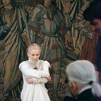 Tilda Swinton, su aspecto androgino, albino, de una elegancia sublime, hacen de esta escocesa, magnifica representante de la cultura celta, un icono de nuestros dia y por cierto ocupa un lugar destacado en esta galeria de musas... Pocos saben que protagoniza a la anciana en Hotel Budapest.