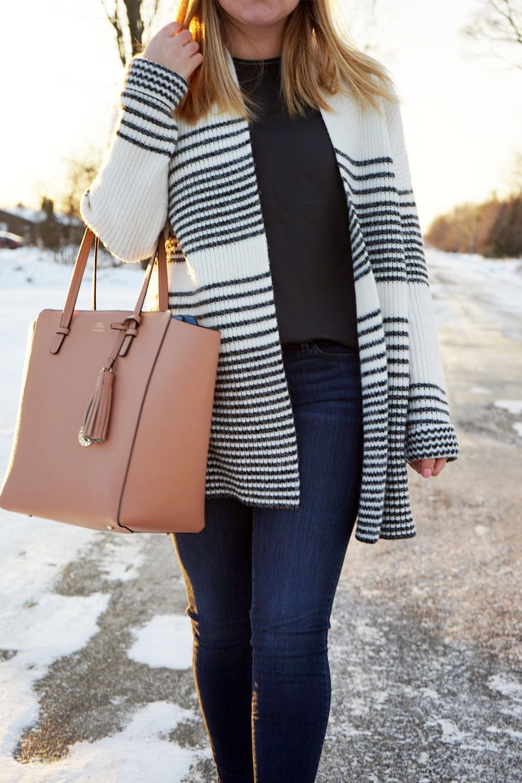 I got this striped sweater recently and can't be more in love! You all know how much I love stripes and oversized things and sweaters, so it's just a big bundle of things I love.