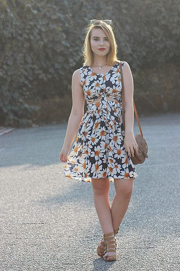 Carina Gonçalves - Primark Purse, Stradivarius Sandals, Oasap Dress - The sun is setting and you're right here by my side