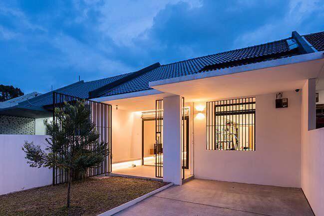 Lihat Bagaimana Rumah Teres Ini Diubahsuai Dengan Rekaan Minimalis