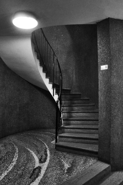 Edificio per abitazioni, uffici e negozi, arch.Luigi Caccia Dominioni, Corso Italia 24, Milano (Foto di Mattia Morandi)