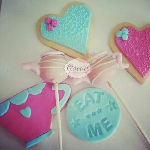 Alice in wonderland cake pops and cookies