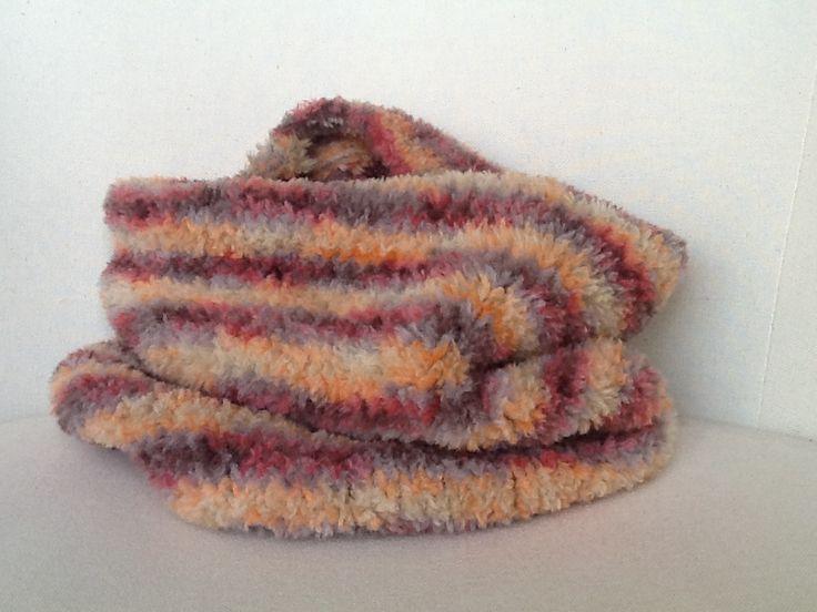 Coll de llana amb agulles circulars  (Velour Print de Katia)