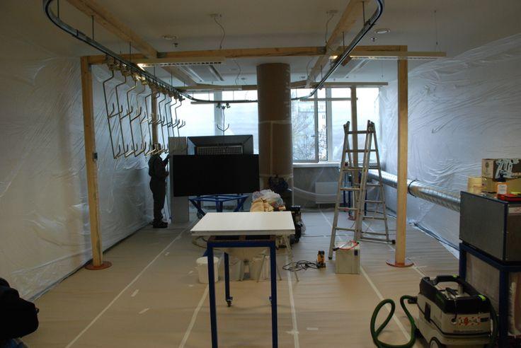 Mobilní profesionální lakovací linka postavená v kanceláři. / Mobile professional paint shop built in the office, #oprava, #lakování, #dveře, #zárubně, #obložky, #repair, #Instandsetzung, #Reparatur