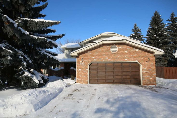 LOCATED IN MATURE QUIET CUL-DE-SAC 3024 sqft, 1 3/4 storey 3 beds & 3.5 baths. For more information go to www.565VictoriaCourt.info