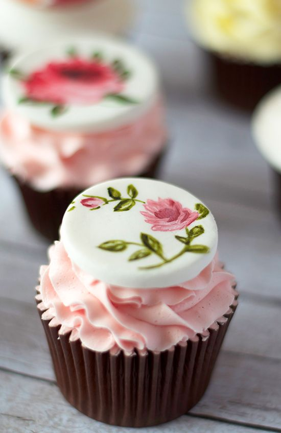 #SweetTreatbyShaily #SweetTreat #Shaily #Cupcake #Dessert #HandPainted #Painted #Floral #Pink
