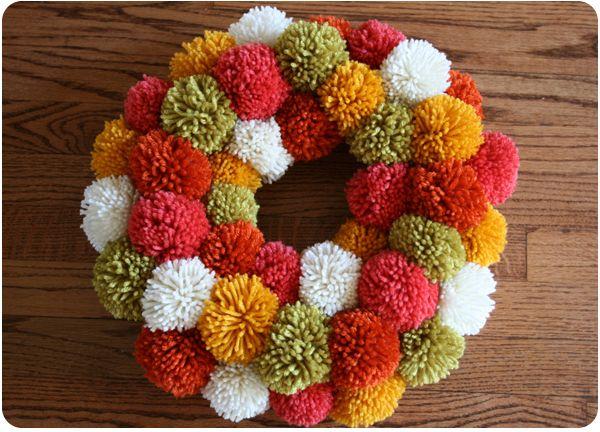 Pom pom pom ...: Christmas Wreaths, Pompom, Green Wreath, Front Doors, Fall Wreaths, Yarns Pom Pom, Pom Pom Wreaths, Wreaths Ideas, Yarns Wreaths