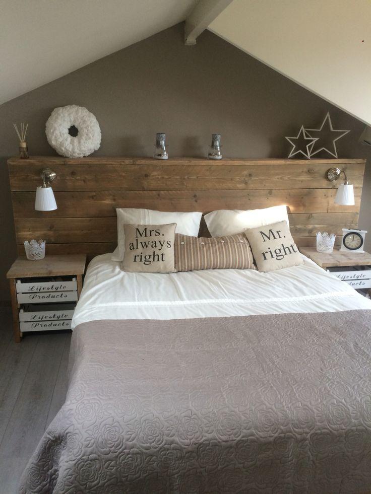 Zelfgemaakt bed van steigerhout