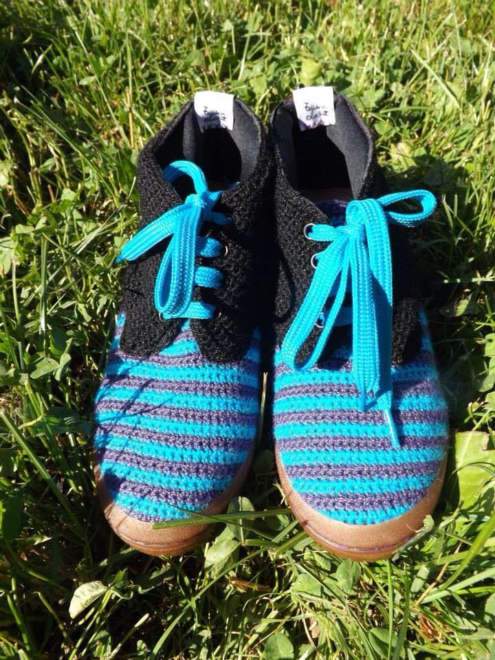 Zapato hecho por Factoría Izmir, todo a mano, en lana y crochet.