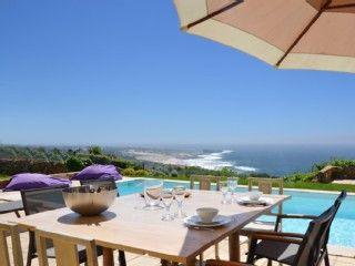 Villa i Cascais med 5 Soverom plass for 12 PersonerFeriehus i Cascais fra @homeaway! #vacation #rental #travel #homeaway